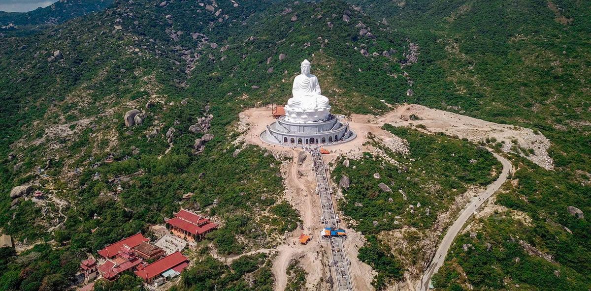 Tượng Phật cao nhất Đông Nam Á trên Chùa Ông Núi