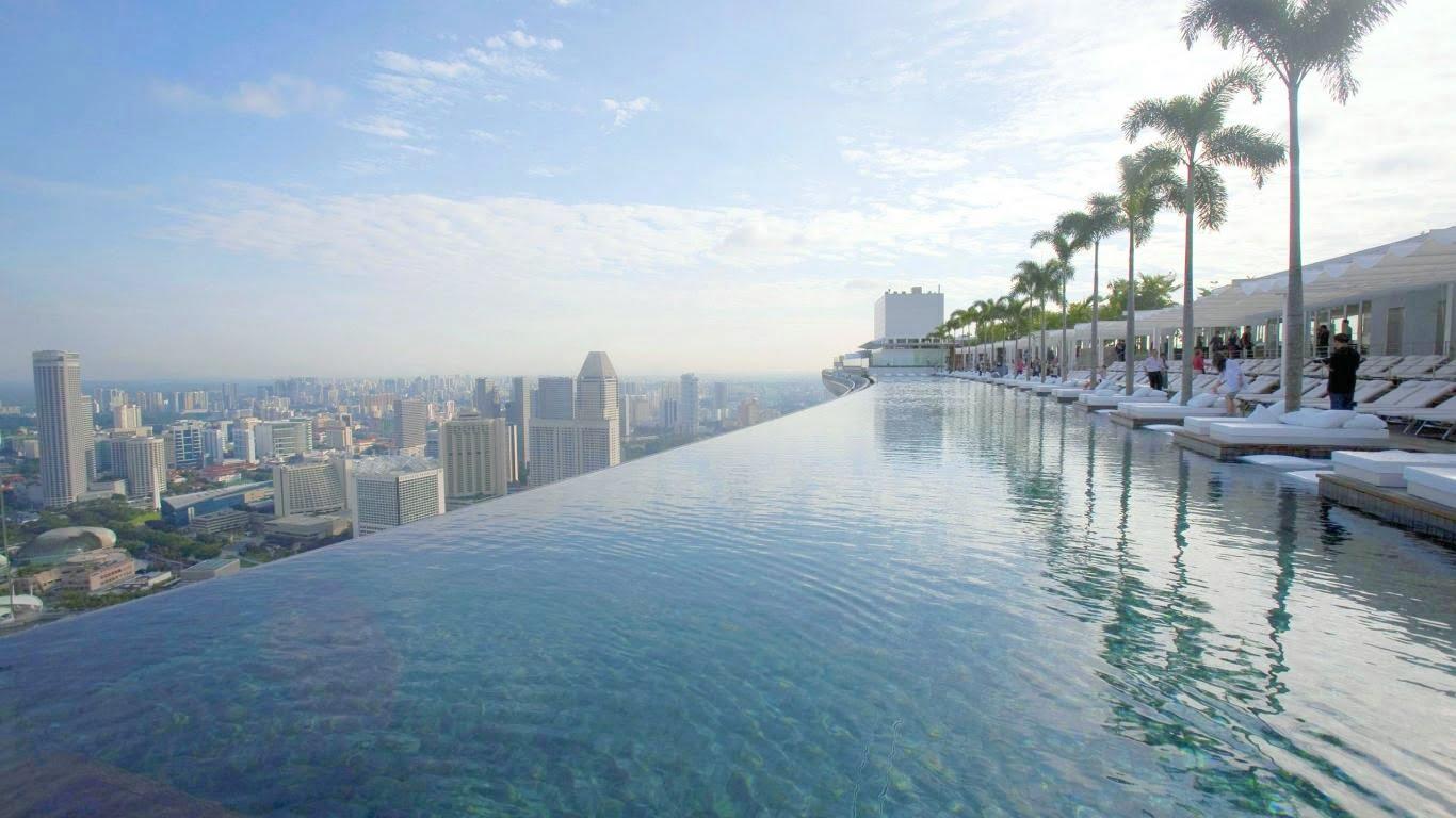 Hồ bơi tràn bờ Sky View tại tầng 28 của Dự án Victoria Garden