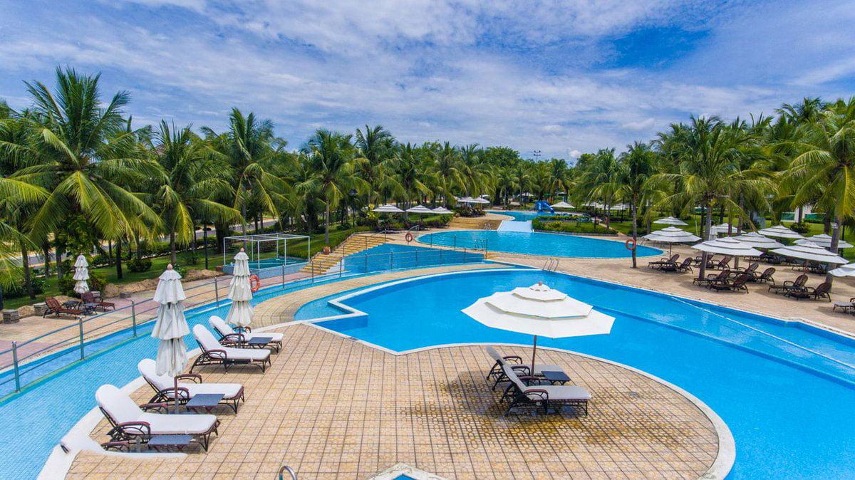 Hồ bơi tràn bờ tại Căn hộ Ocean Vista Phan Thiết